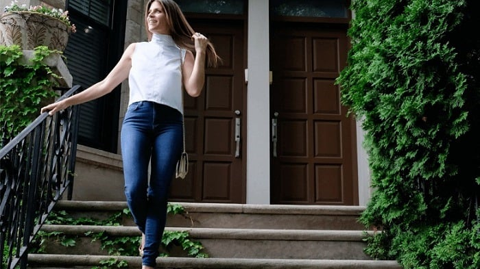 best-jeans-for-postpartum-belly
