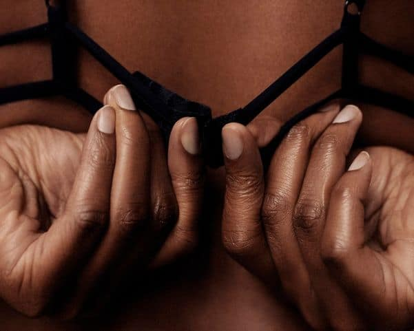 How To Take Off A Girl's Bra with One Hand(Graphic Details)